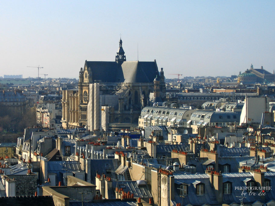 Ausblick auf Saint Chapelle in der Mitte und rechts hinten die Opera