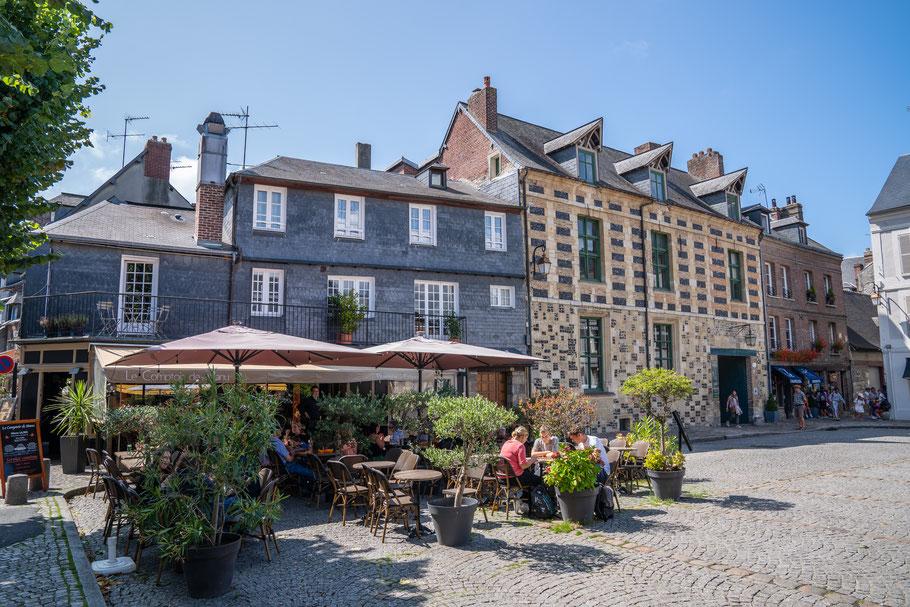 Bild: Honfleur im Département Calvados in der Normandie mit Manior de Roncheville