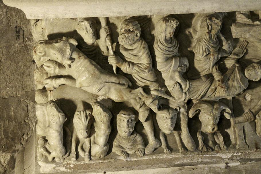 Bild: Der Heilige Saturninus wird zu Tode geschleift, auf dem Sarkophag in Saint-Hilaire
