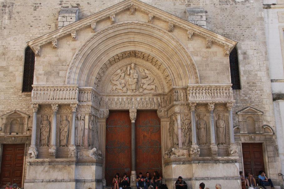 Bild: Das Portal der Église St.-Trophime in Arles, Provence