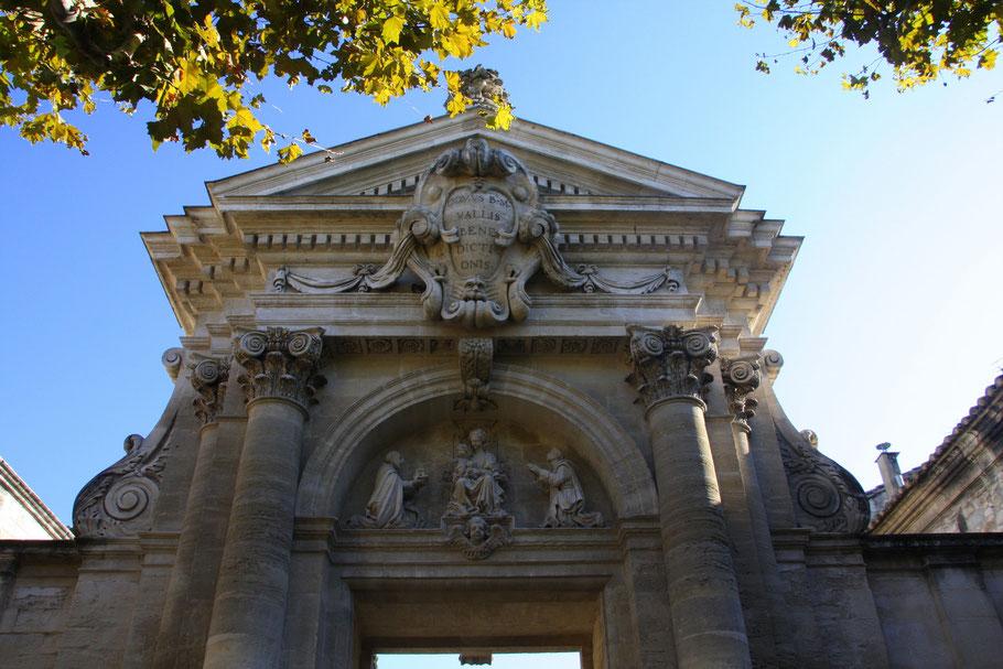 Bild: Eingangsportal (Portal de la Valfenière) zur Chartreuse du Val-de-Bénédiction in Villeneuve-lés-Avignon