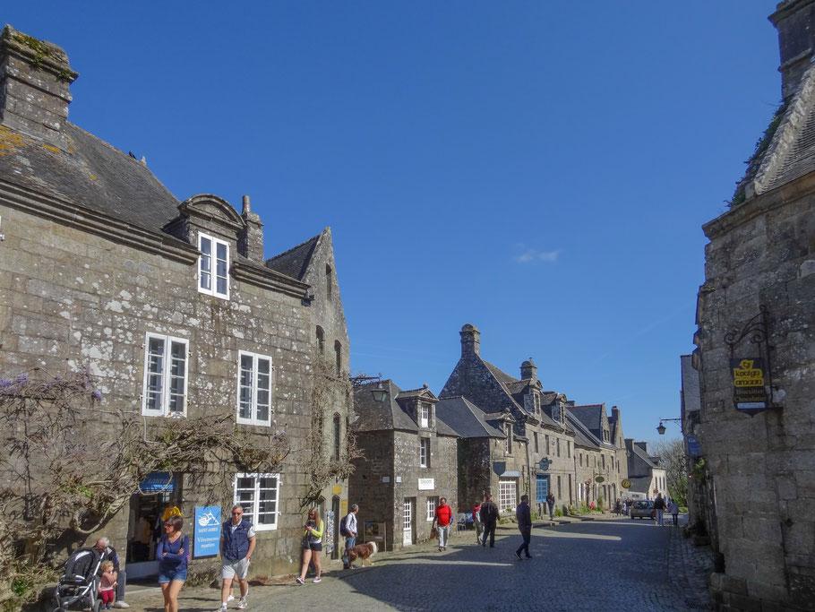 Bild: Straße in Locronan in der Bretagne