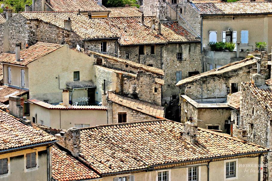 Bild: Viviers mit Blick auf die Dächer der Stadt
