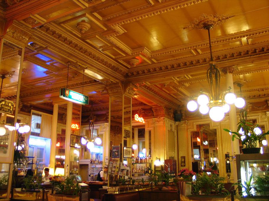 Bild: Brasserie Le Francais im Innern aus der napoleonischen Zeit in Bourg-en-Bresse