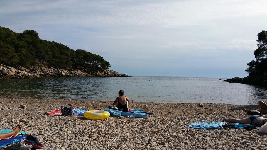 """Bild: Blick an den Strand der Bucht """"Port-d´Alon"""" bei Bandol"""