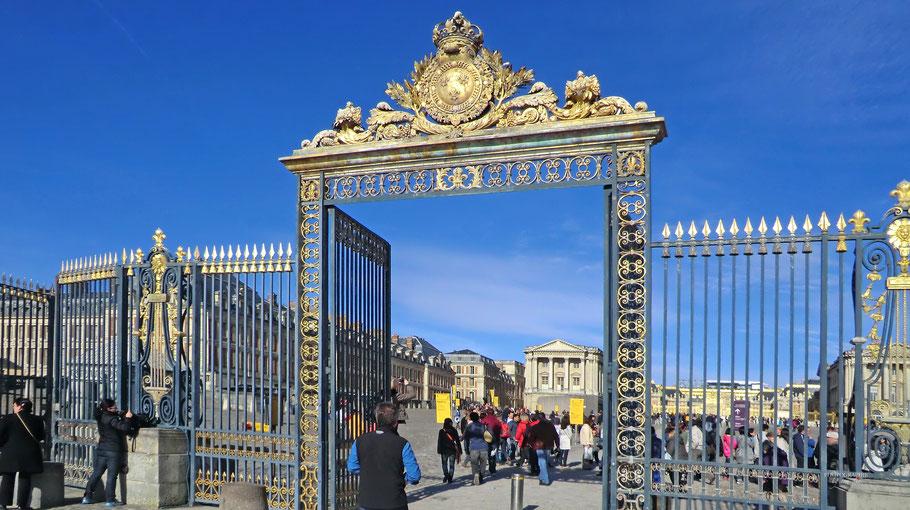 Bild: Eingang zum Château de Versailles
