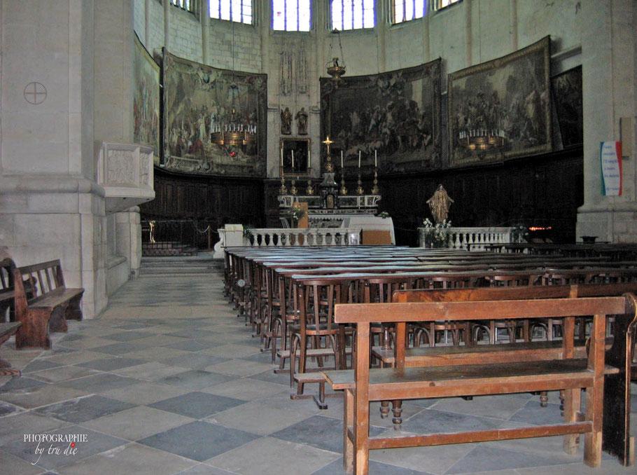 Bild: Der Chor der Chathédrale Saint-Vincent in Viviers
