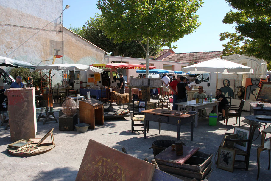 Bild: Antiquitätenmarkt in der Provence