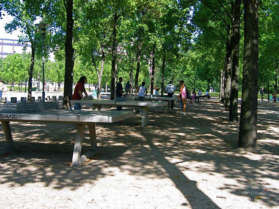 Bild: Tischtennisplatten im Park de Bercy