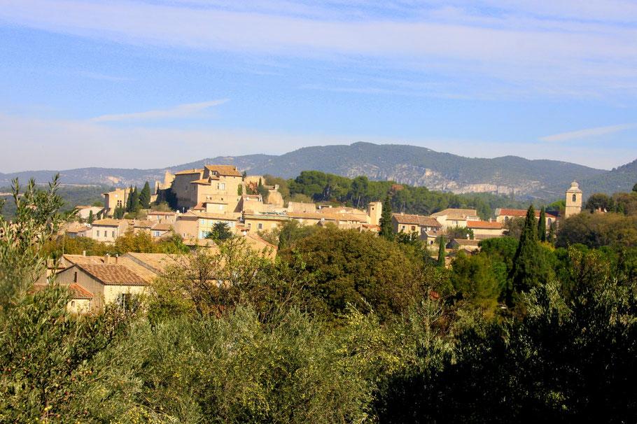 Bild: Lagnes mit Burg aus dem 13. Jh.
