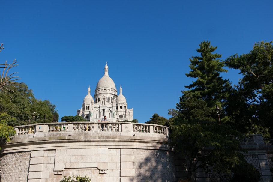 Bild: Blick auf die Basilique du Sacré Coeur de Montmartre in Paris