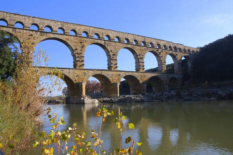 Bild: Pont du Gard von der linken Uferseite