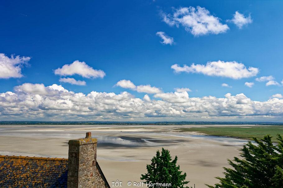 Bild: Blick ind die Ferne vom Mont-Saint-Michel