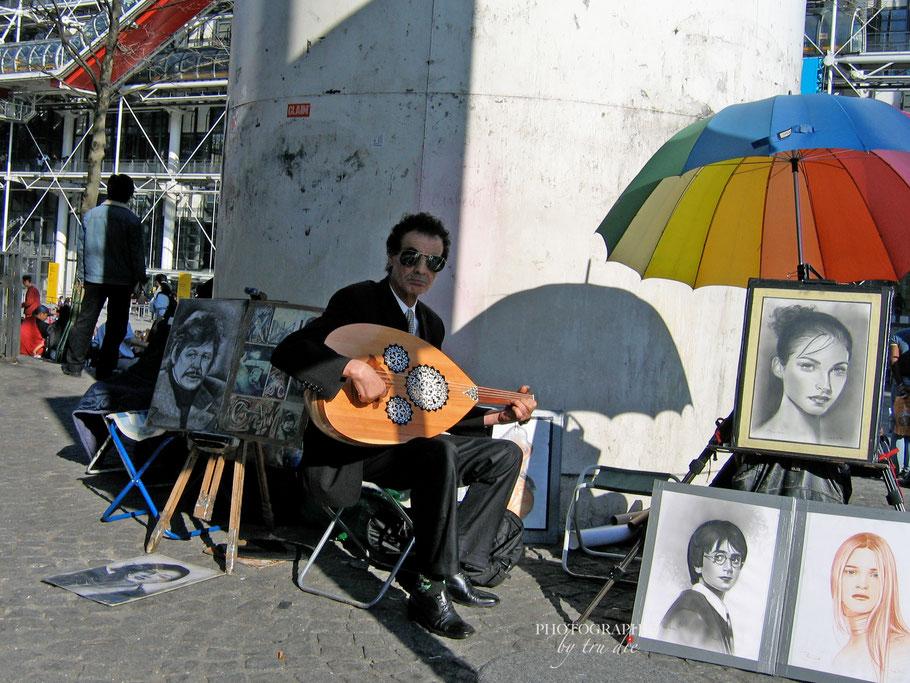 Bild: Künstler am Centre Pompidou in Paris