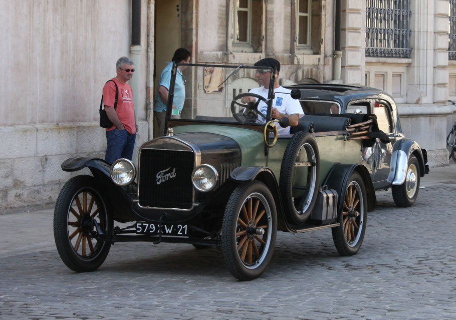 Bild: Oldtimer in Beaune