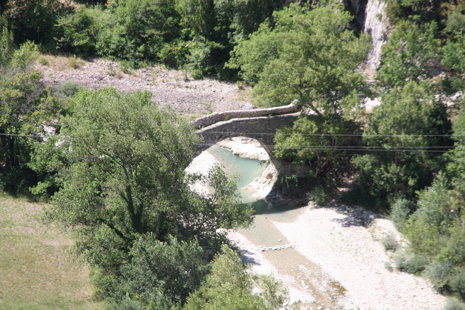 Bild: Brantes am Mont Ventoux mit alter Brücke (Römische Brücke)