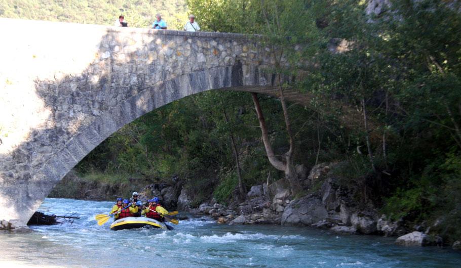 Bild: Wildwasserfahrt mit dem Schlauchboot in den Verdon-Schluchten