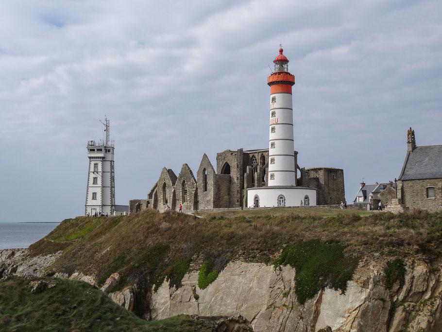 Bild: Point de St. Mathieu  mit seinen Leuttürmen und den Ruinen der Abtei