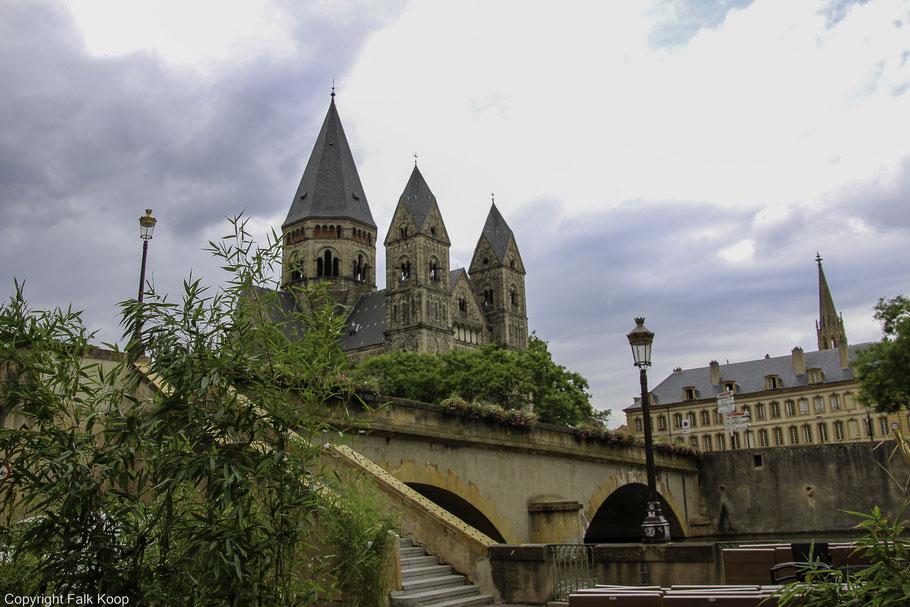 Bild: Temple Neuf mit Pont des Roches in Metz