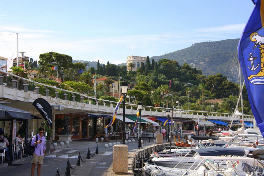 Bild: Hafen von St.-Jean mit Blick auf die Villa Île-deFrance bekannt unter Musée Ephrussi de Rothschild