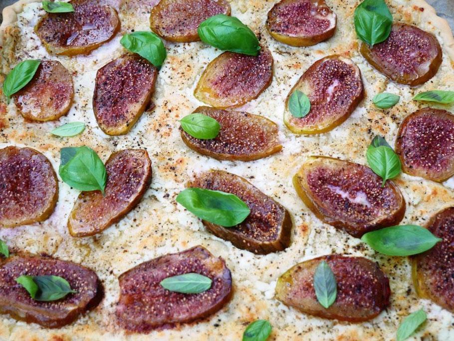 Bild: Rezept - weiße Pizza mit Feigen und Ziegenkäse
