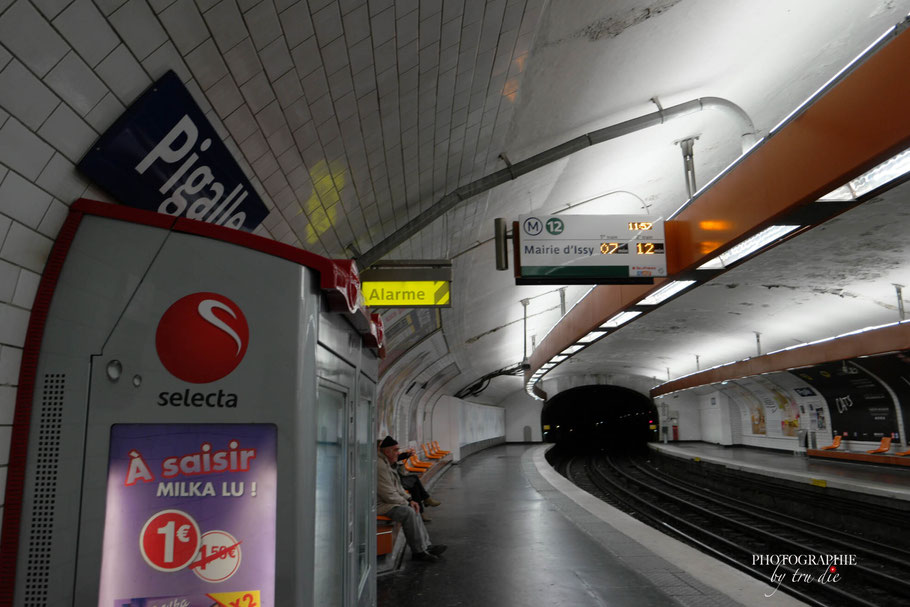 Bild: Metrostation Pigalle Paris