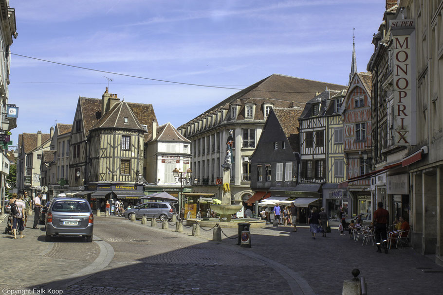 Bild: Auxerre Place Charles Lepere