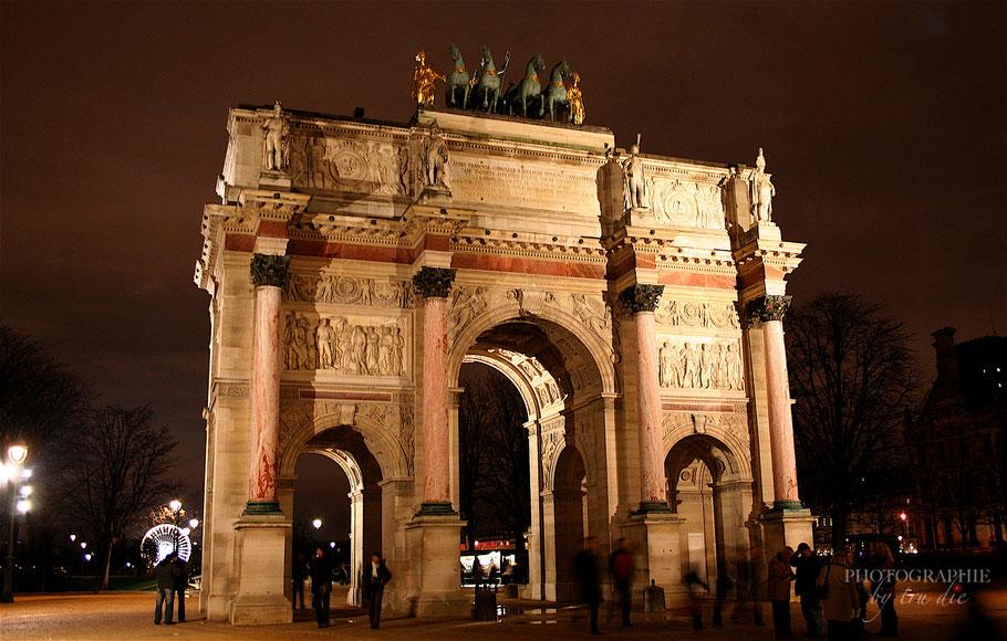 Bild:  Arc de Triomphe du Carrousel zwischen Louvre und Tuilerien