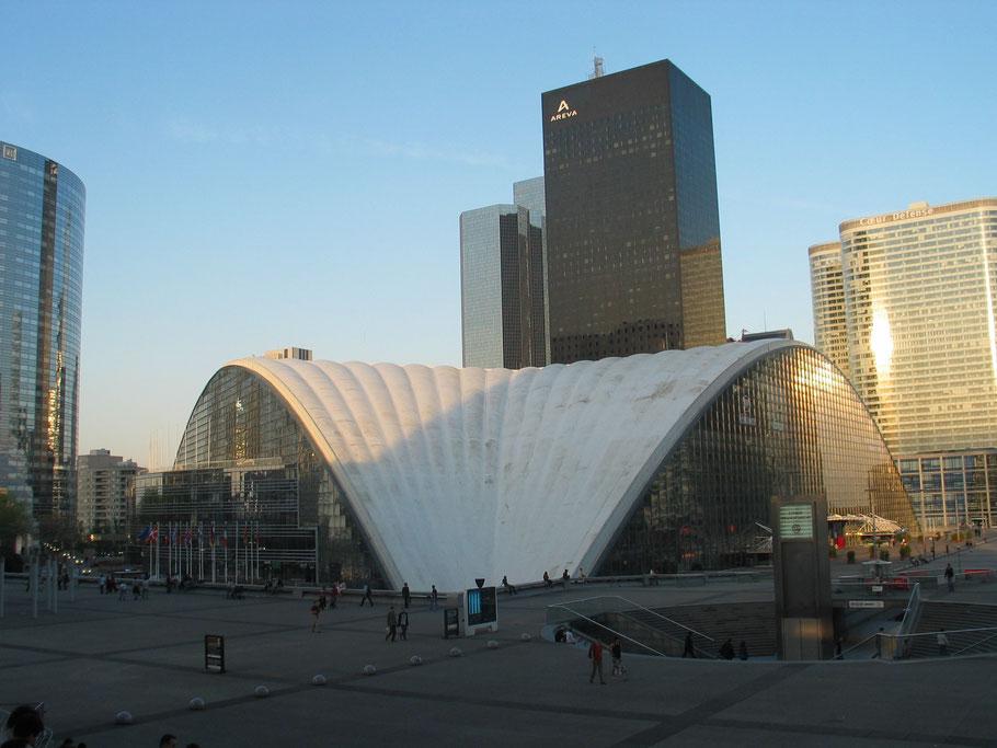 Bild: Der CNIT Bau von La Défense in Paris
