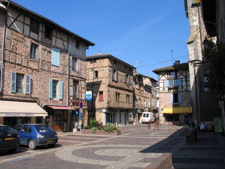 Bild: Fachwerkhäuser in der Stadt Châtillon sur Chalaronne in den Dombes im Departement Ain