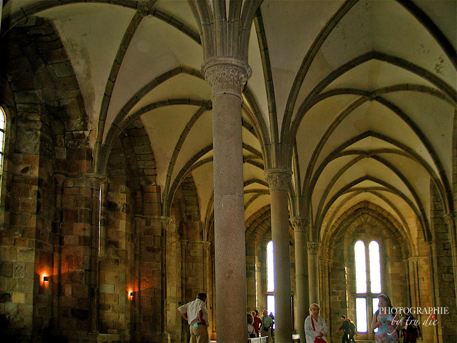 Bild: Gästesaal in der Benediktiner-Abtei von Mont-Saint-Michel