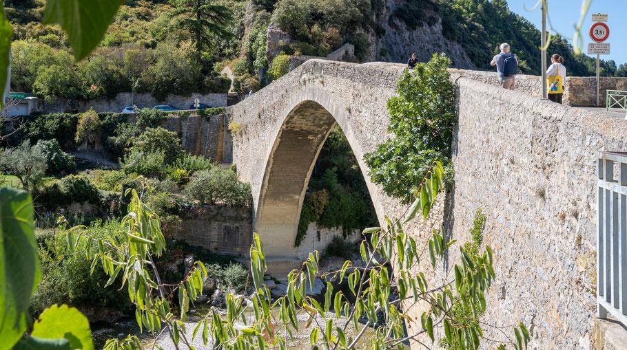 Bild: Nyons am Pont Roman, im Département Drôme