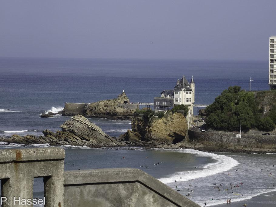 Bild: Blick auf Villa Belza und den Rocher de la Vierge in Biarritz im Departement Pyrénées Atlantiques