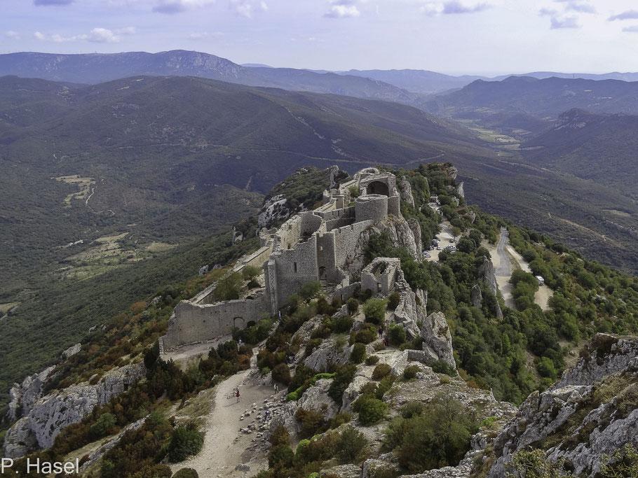 Bild: Blick auf den unteren älteren Teil von Château de Peyrepertuse