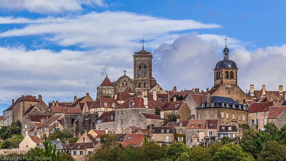 Bild: Blick auf Vézelay mit seiner Basilika Sainte Marie-Marie-Madeleine