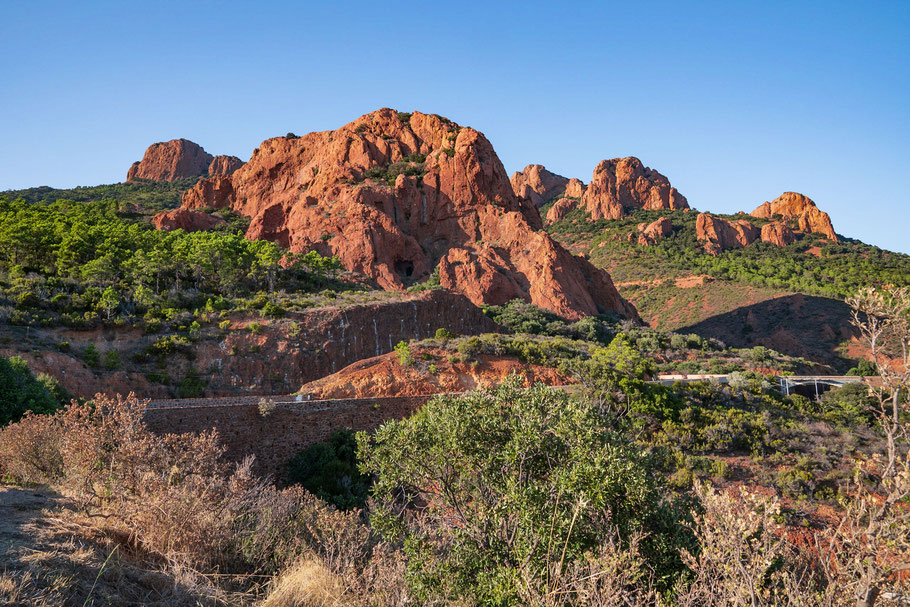 Bild: Blick auf die Felsen des Massif de l´Estérel