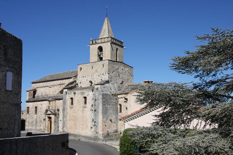 Bild: Die Kirche von Venasque bei einer Rundfahrt im mittleren Vaucluse