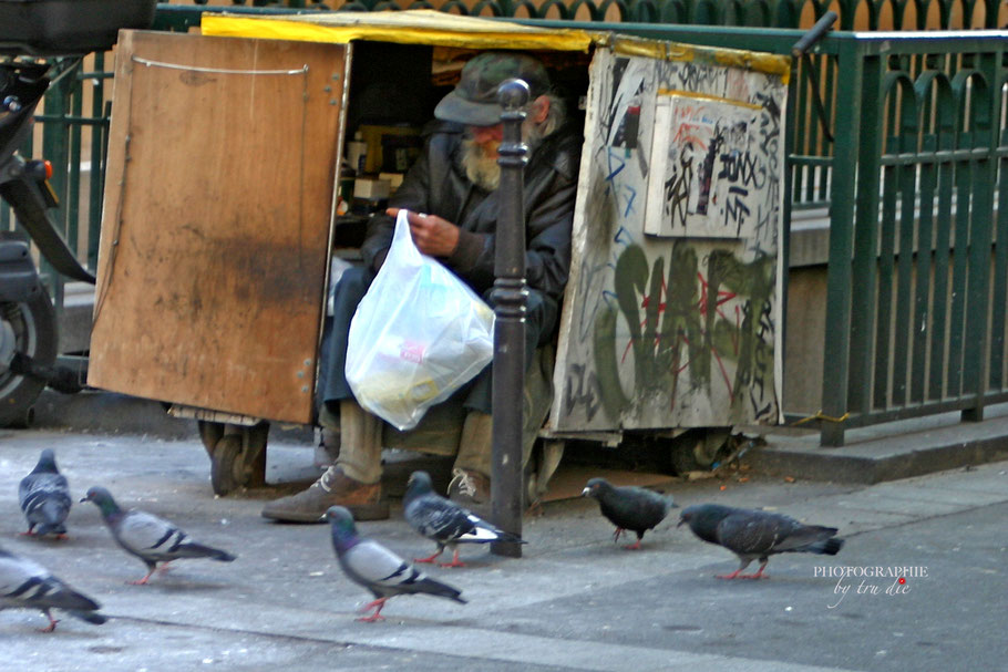 Bild: Wohnsitzlose in Paris, clochard in paris