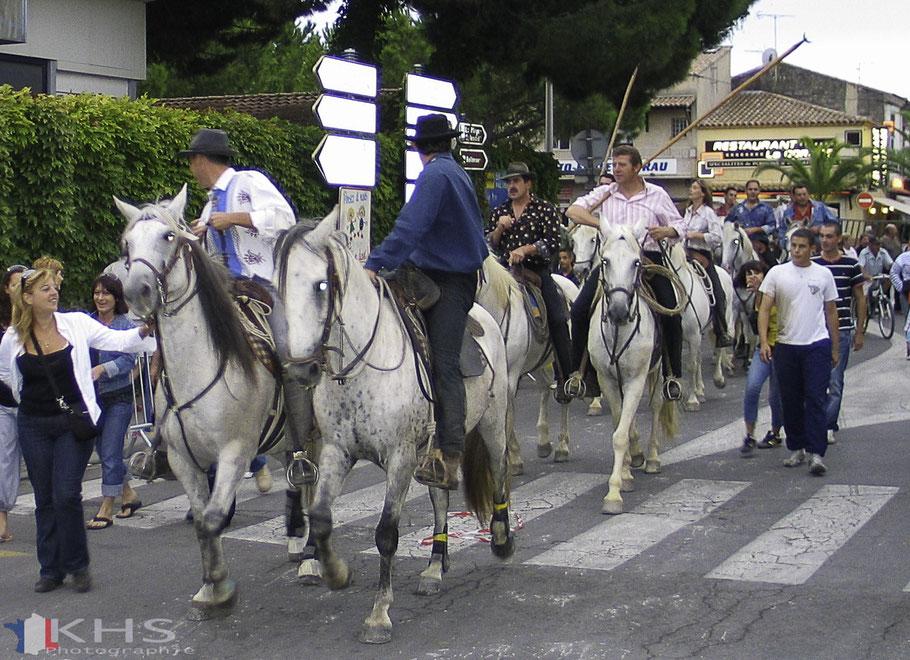 Bild: Die Reiter der Camargue nach der Arbeit