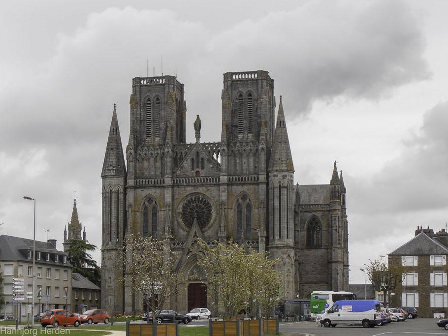 Bild: Fassade der Kirche Notre-Dame-des-Champs in Avranches