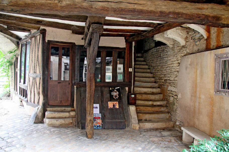 Bild: in der Rue de la Petite Étape du Vin in Noyers-sur-Serein