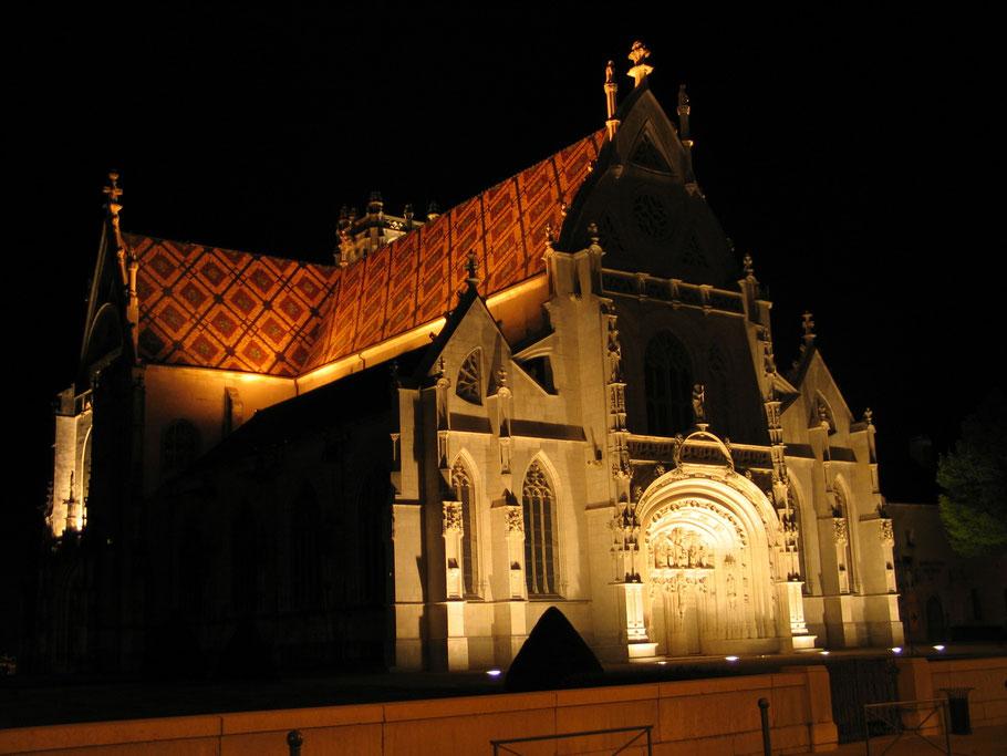 Bild: Monastère de Brou in Bourg-en-Bresse bei Nacht