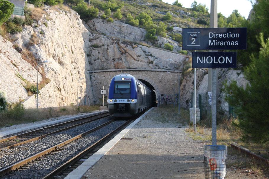 Zug an der Côte Bleue in Niolon