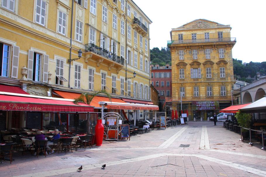 Bild: Blick auf Palais Cais de Pierlas am Cours Saleya in Nice (Nizza)