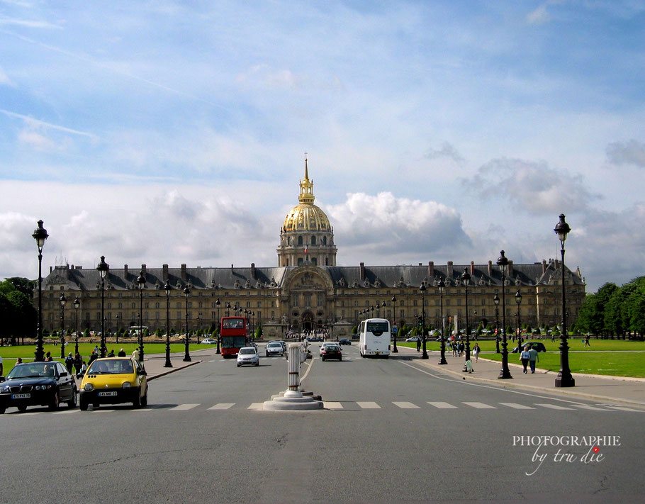 Bild: Blick auf den Gebäudekomplex Hôtel des Invalides mit der Kuppel des Invalidendom in Paris