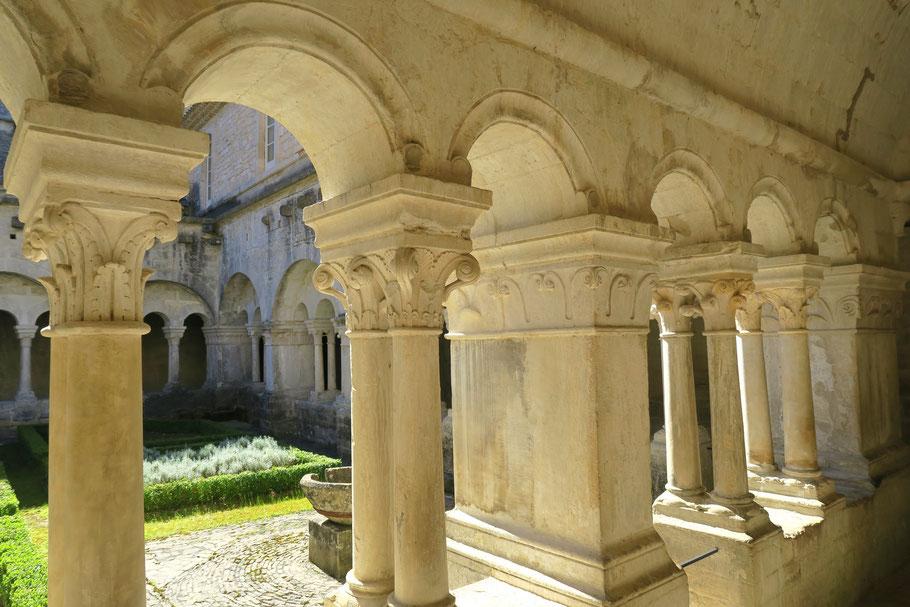 Bild: Abtei Notre-Dame de Sénanque, Kreuzgang