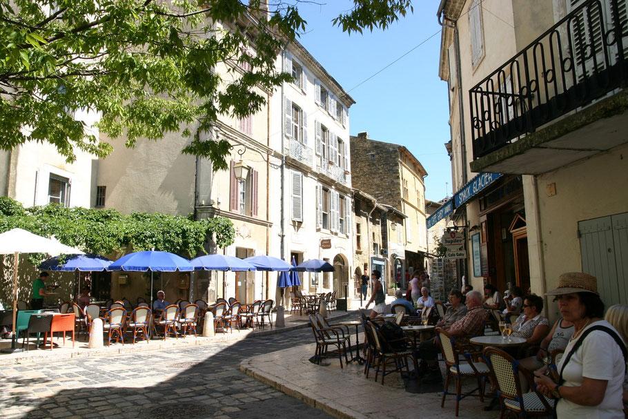 Bild: Cafes in Lourmarin