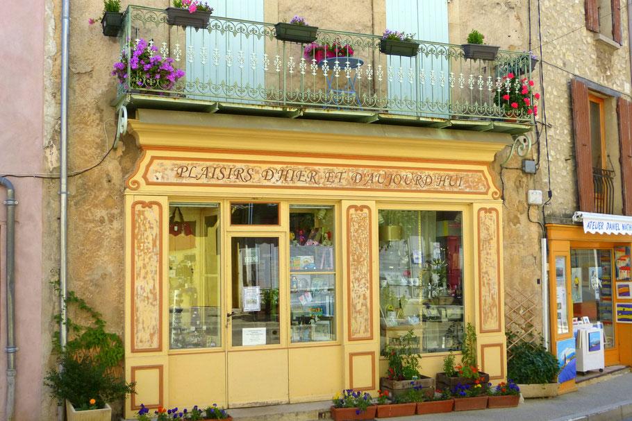 Bild: Geschäftsfasade in der Provence