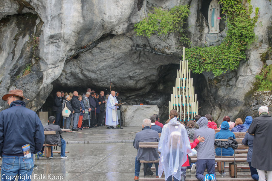 Bild: Blick auf die Grotte in Lourdes