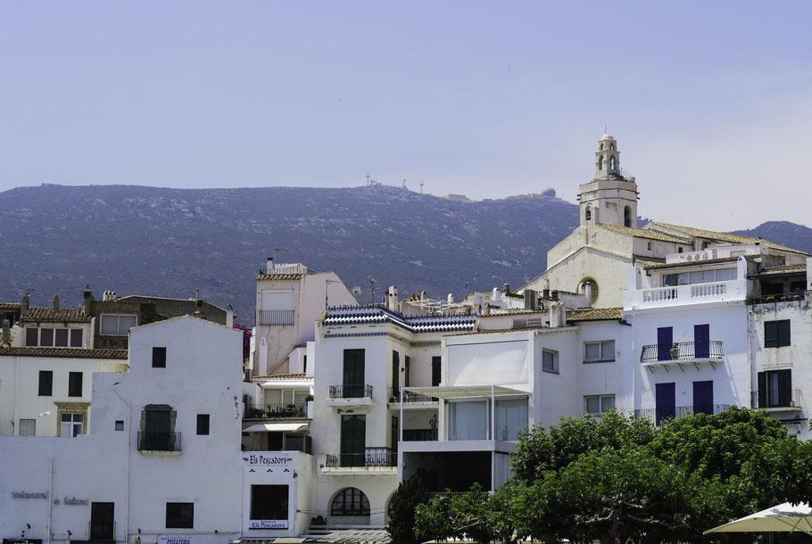 Bild: Cadaqués mit Kirche Santa Maria in Katalonien/Spanien